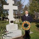 Полагање венца на гроб ЊКВ Олге Владимировне